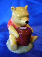 "Winnie the Pooh By Royal Doulton - Disney "" Winnie the Pooh and the Honey Pot "" Photo"