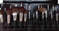 24 Piece Makeup Brushes in Brush Belt - Black Photo